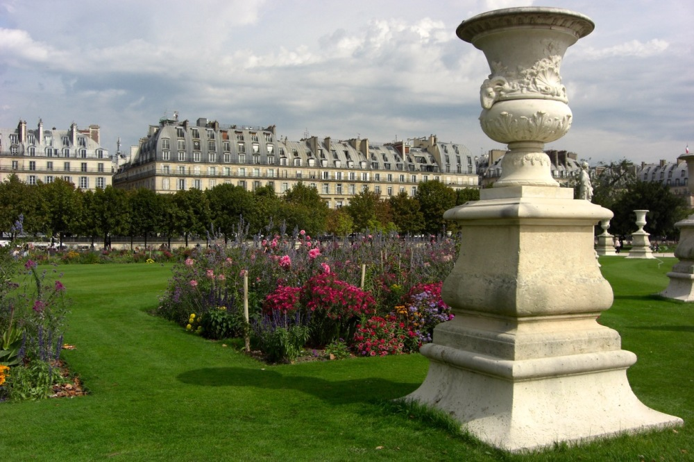 gardens outside the Louvre