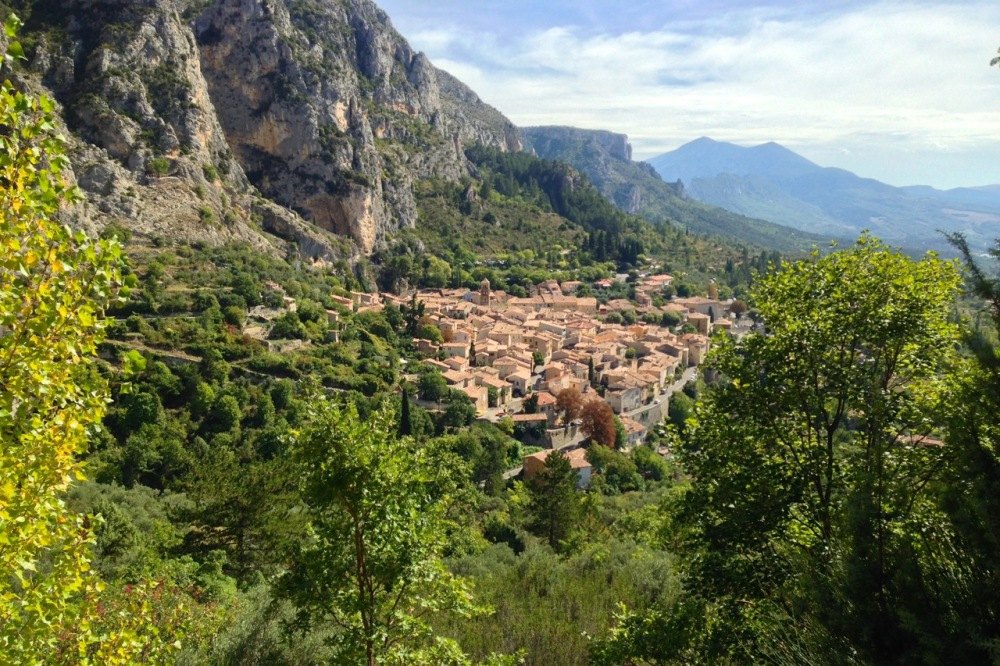 the village of Moustiers-Ste.-Marie